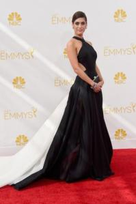 Lizzy Caplan does monochrome cut out perfectly in Donna Karan Atelier. Long gone are her Janice Ian days!