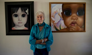 Margaret Keane with her work
