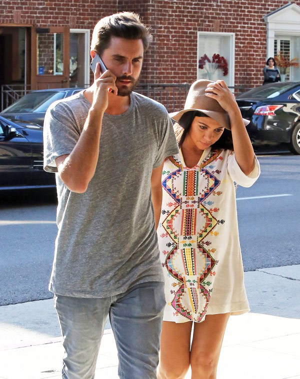 kourtney-kardashian-scott-disick-at-the-doctor-oct-16-ffn