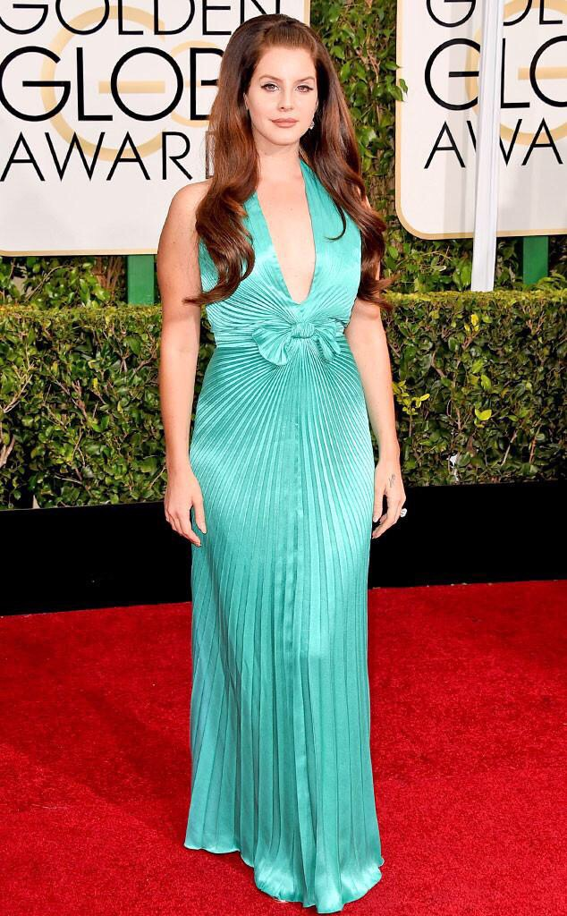 lana del rey looks unbelievable in this turquoise gown. Very mermaid with the perfect Hollywood hair and makeup.