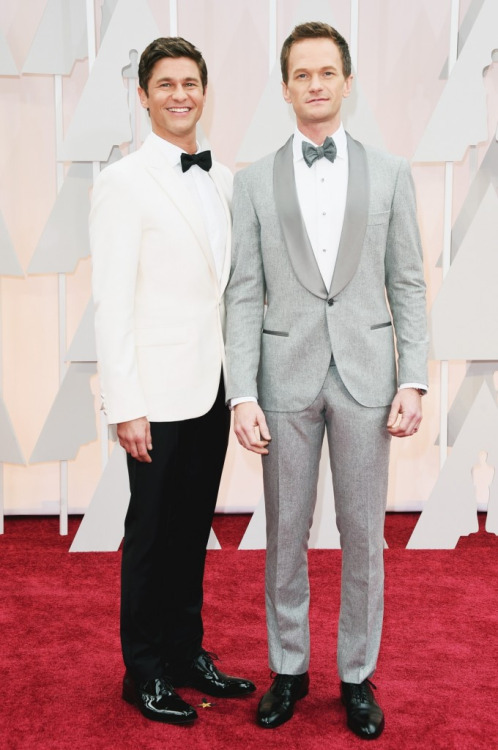 I would also just like to say regarding Neil Patrick Harris's looks of the evening - fab fab fab throughout the show however I wish that himself and David had maybe planned their choices with eachothers in mind. I am not loving the two suits stood together. I think Neil's is so beautiful and obviously that duck egg powdery colour was a huge hit last night and he looks absolutely gorge in it but I think David's white tux jacket with the black tie kinda cheapens it slightly. I think maybe if he'd have gone for the all black or even a navy if they did want to stand out separately, that would have been fine but I'm just not feeling this look.