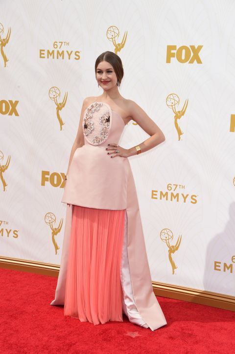 Tonight is a huge night not only for Andy Samberg, but for Joanna Newsom equally. I mean, imagine the pressure of being the hosts wife? So why the hell would you agree to wear a gown such as this Delpozo one? It literally look like somebody has slit her stomach. It's a game of thrones scene in a dress!