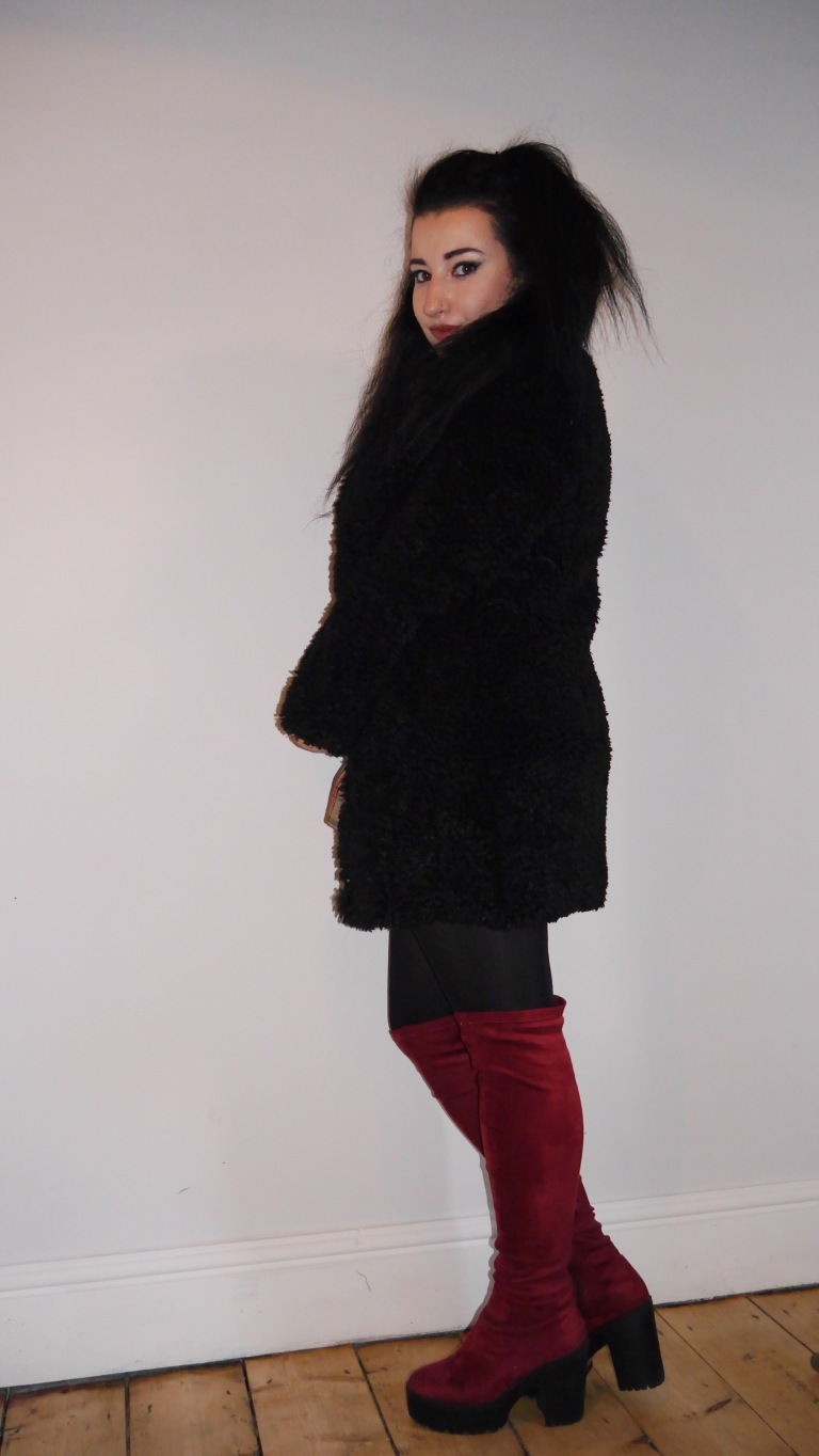 playing around in this amazing fluffy BALSAMIK coat