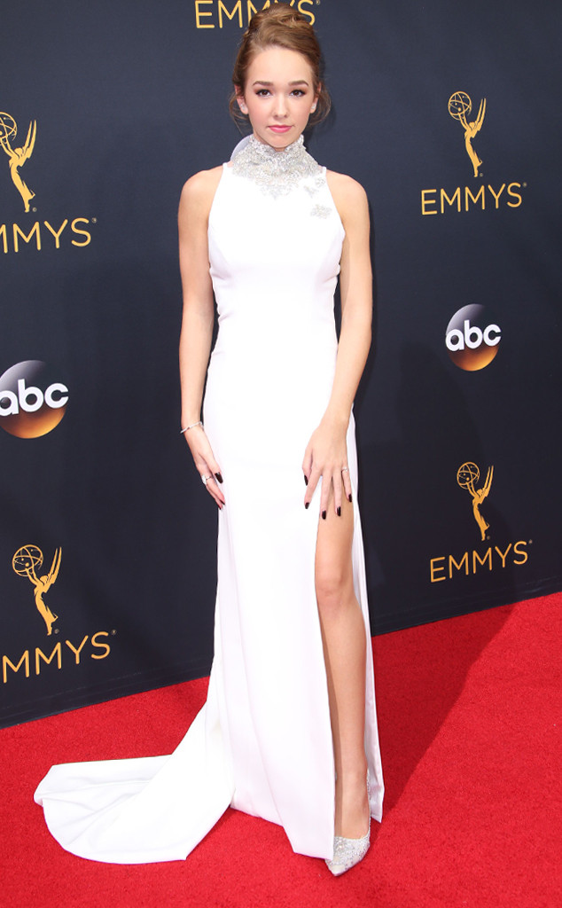 rs_634x1024-160918151753-634-emmy-awards-arrivals-holly-taylor