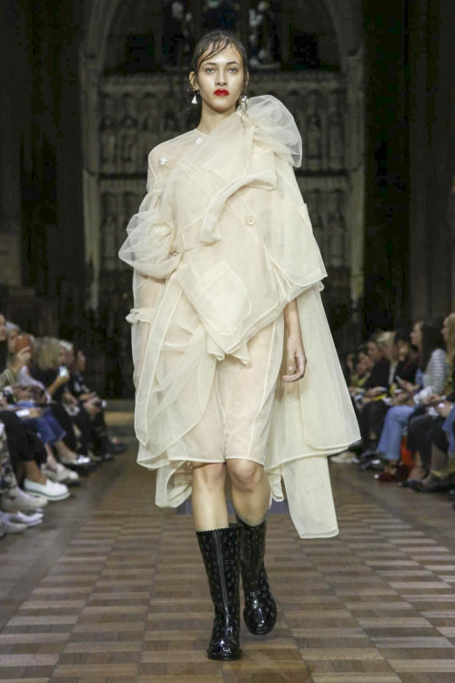 Simone Rocha Fashion Show Ready to Wear Collection Spring Summer 2017 in London