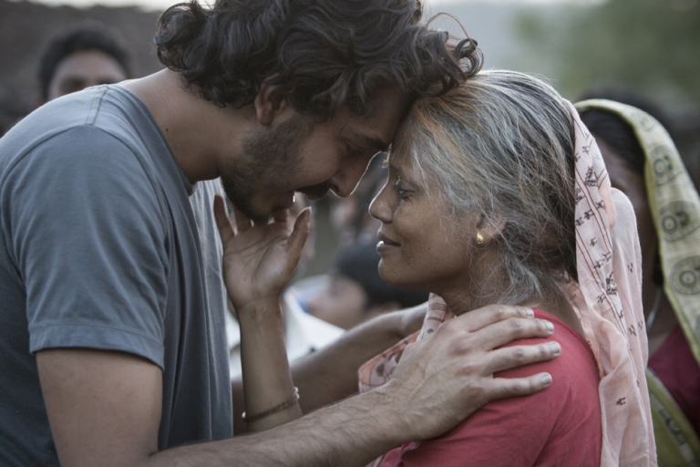 dev_patel_and_priyanka_bose_in_the_film_lion