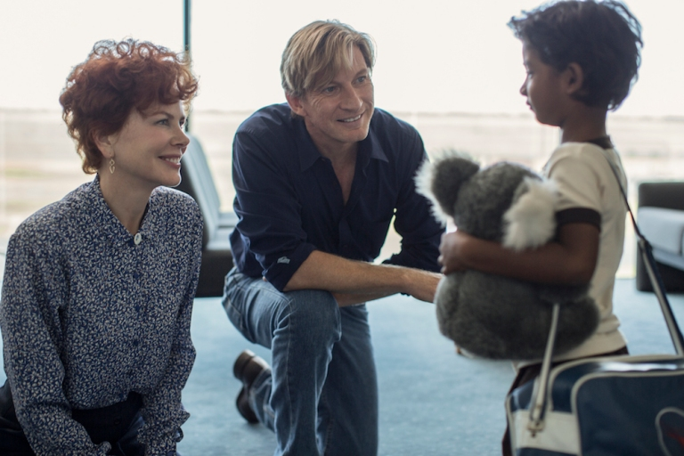nicole_kidman_david_wenham_and_sunny_pawar_in_the_film_22lion22