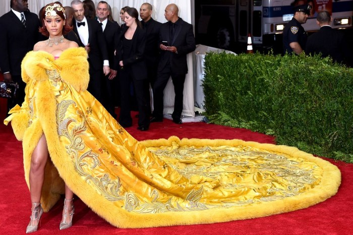 met-gala-2015-rihanna-dress-breakout