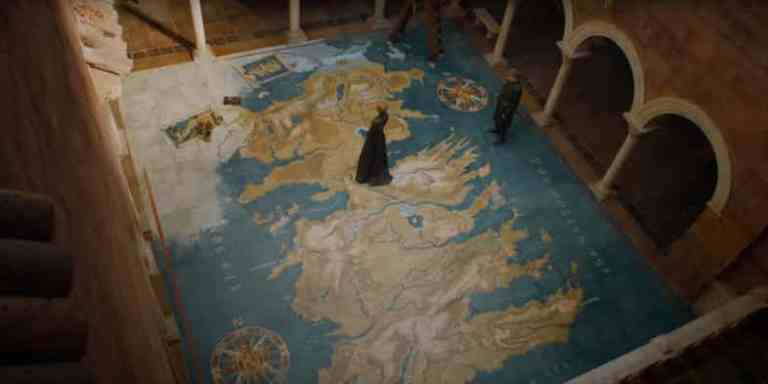 Jaime-and-Cersei-on-Giant-Map-Game-of-Thrones